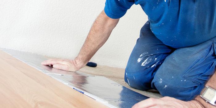 Posare un pavimento flottante a click: laminato o PVC?