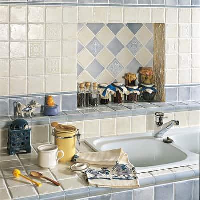 Cucina Country Bianca Elegant Cucina Bianca Lucida Iris Piastrelle ...