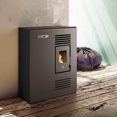 Stufa a pellet ventilata Tina 4 kW nero