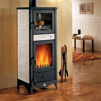 Stufa a legna con forno Sara 8 kW sale pepe
